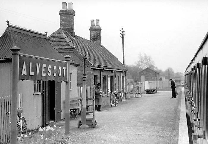 Alvescot Station 17 April 1959