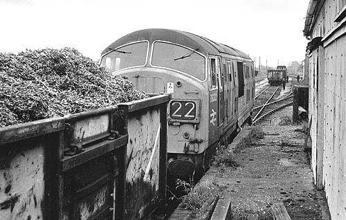 D6332 in Witney goods yard