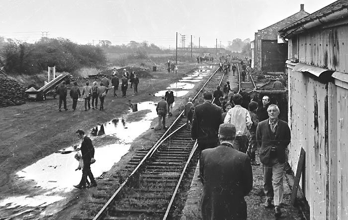 'Witney Wanderer' tour participants in Witney Goods Yard 31 October 1970